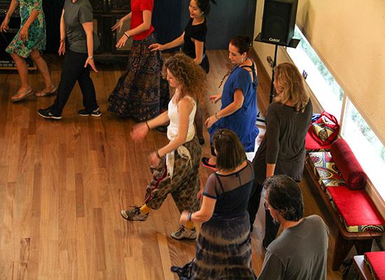 Curso de Danças Circulares no Estúdio Mawaca